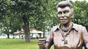 Yes, that looks exactly like Lucille Ball.